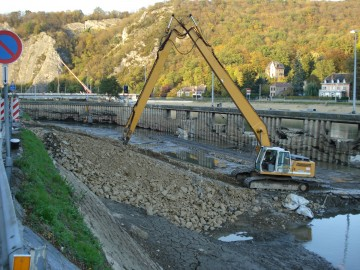 Liebherr R932 long reach 22m